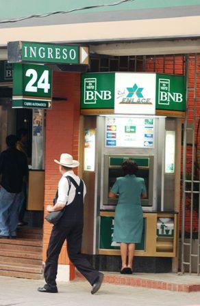 Tarjetas-de-debito-y-credito-con-chips