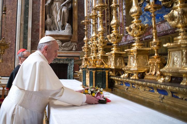 Papa-Francisco-arranca-su-pontificado-rezando-en-basilica-romana
