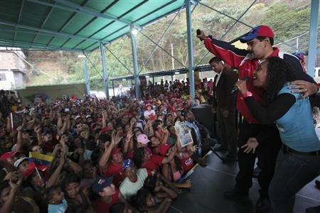 Sondeo:-Maduro-aventaja-a-Capriles-por-14,4-pts-para-eleccion-en-Venezuela