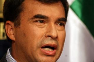 Quintana-le-dice-a-Pinera-que-se-de-un--bano-de-sencillez-y-tome-una-clase-de-historia-