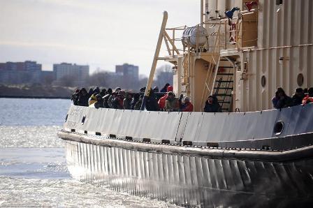 Rescatan-a-200-personas-que-permanecieron-tres-horas-a-la-deriva-en-dos-tempanos-de-hielo
