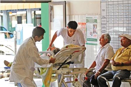 El-sistema-publico-de-salud-pierde-medicos