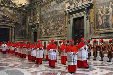 Cardenales-se-reunen-este-lunes-para-preparar-el-Conclave,-sin-un-candidato-fuerte