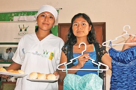 Jovenes-pueden-acceder-a-becas-gratuitas-y-trabajo
