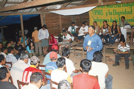 Indigenas-rompen-cerco-y-se-reunen-en-Gundonovia