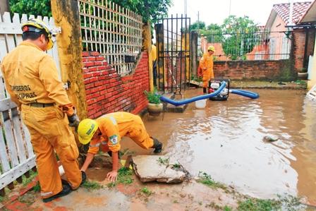 Vecinos-piden-soluciones-definitivas-por-inundaciones