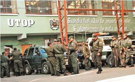 Los-policias-se-suman-las-movilizaciones-de-la-COB