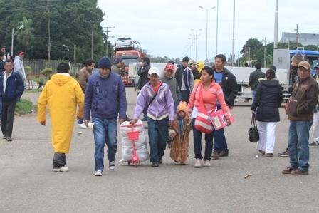 Trabajadores-movilizados-mantienen-cinco-puntos-de-bloqueos-en-Santa-Cruz