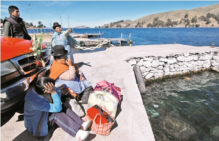 Lancheros-bloquean-la-ruta-Copacabana-La-Paz