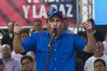 Capriles-acusa-a-Maduro-de-viajar--desesperado--para-tapar-su-ilegitimidad