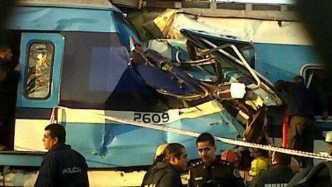 -Al-menos-tres-muertos-y-unos-cien-heridos-por-choque-de-trenes-en-Argentina