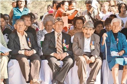 FFAA-rinden-homenaje-a-los-heroes-del-chaco