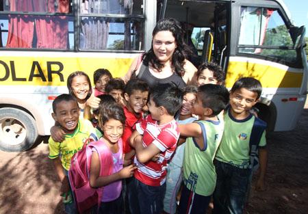 Cruzan-todos-los-dias-la-frontera-para-ir-a-clases-en--escuelas-de-Brasil