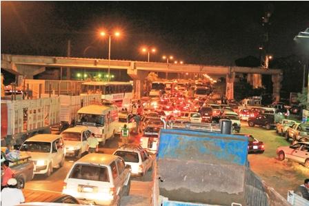 Trabajos-en-la-carretera-a-Montero-genera-gran-caos-