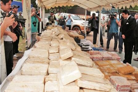 Incautan-1,8-toneladas-de-droga-boliviana