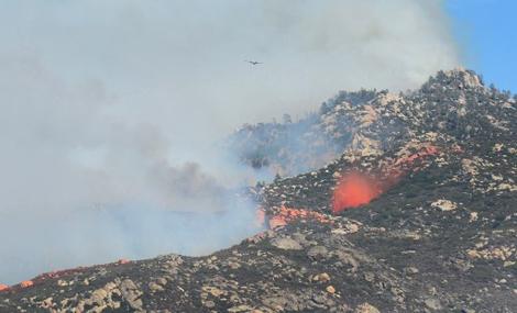 -Incendio-que-azota-el-sureste-de-California-obliga-a-evacuar-a-1.500-personas