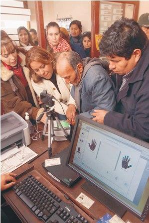 TSE-iniciara-en-siete-paises-el-empadronamiento-biometrico-