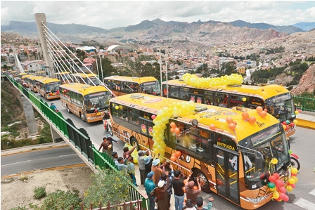 Buses-Puma-Katari-alivian-el-transporte-en-La-Paz