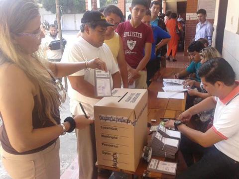 Inicia-la-votacion-en-Santa-Cruz-