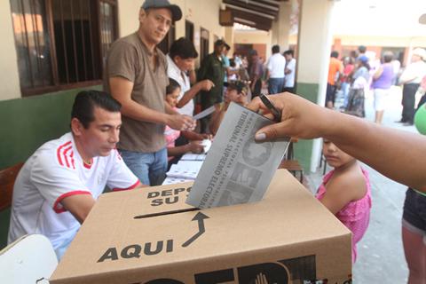 El-domingo-26-votaran-dos-comunidades-de-Santa-Cruz-