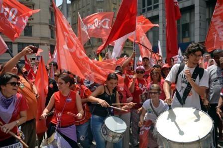Brasil-y-Uruguay-definen-en-urnas-su-futuro-politico
