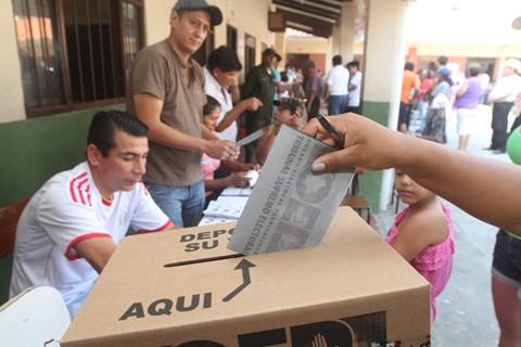 Al-menos-9.000-personas-repetiran-votacion-en-Santa-Cruz-y-Oruro-