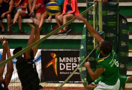 Santa-Cruz-y-Tarija-parejos-en-voleibol