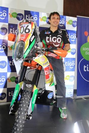 El--Chavo---presento--su-nueva-moto-KTM-450