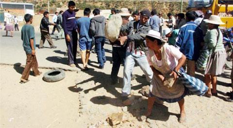 Un-muerto-y-16-heridos-tras-enfrentamiento-de-campesinos-por-tierras-en-Bolivia