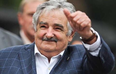 La-reaccion-de-Mujica-cuando-un-indigente-le-pide-limosna