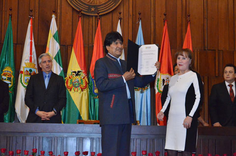 Morales-y-Garcia-reciben-credenciales-como-autoridades-electas-