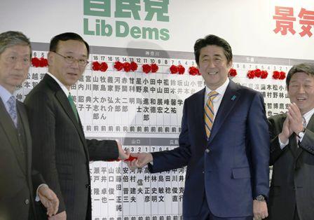 Primer-Ministro-Abe-gana-las-elecciones-en-Japon
