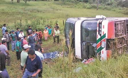 Accidente-de-bus-en-Ichilo-deja-4-muertos