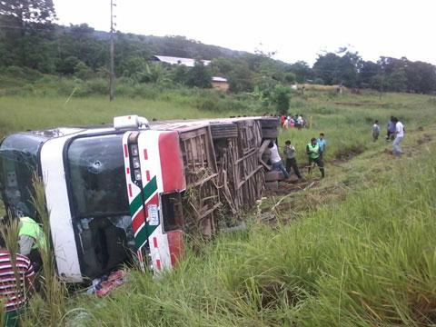 4-muertos-y-seis-heridos-saldo-de-vuelco-de-bus-en-la-carretera-Cochabamba-–-Santa-Cruz-