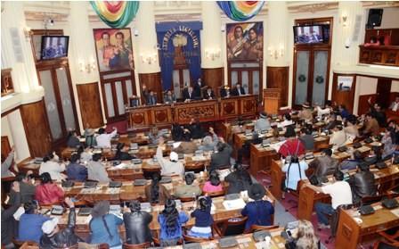 Rechazan-prohibicion-de--parlamentarios-candidatos