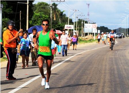 Bayon-se-impone-en-la--Medio-Maraton-de-Cotoca