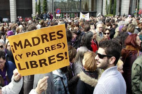 Miles-de-personas-se-manifiestan-en-Madrid-en-contra-de-la-reforma-del-aborto