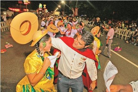 El-Corso-Intercultural-brillo-con-poco-publico