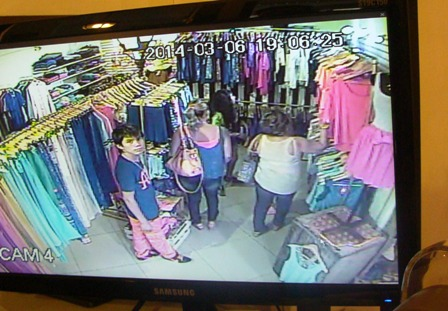Se-roban-Bs-20-mil-en-ropa-de-una-boutique