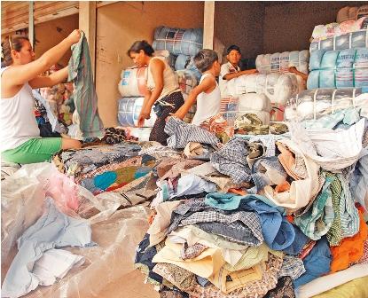 Piden-cumplir-El--veto--a-la-venta-de-ropa-usada