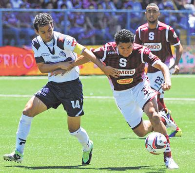 Carlos-Saucedo-vuelve-a-marcar-en-Costa-Rica