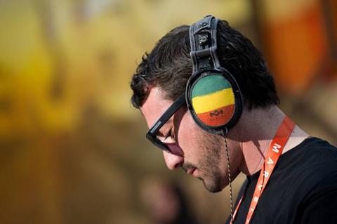 Rio-de-Janeiro-prohibe-escuchar-musica-sin-auriculares-en-transporte-publico