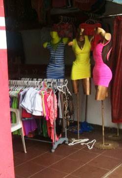 Roban-ropa-por-valor-de-$us-10-mil-en-una-tienda
