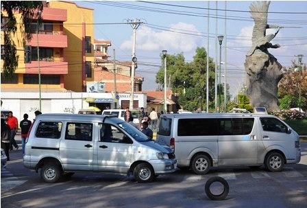 Transporte-bloquea-a-cochabambinos-