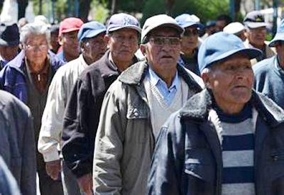 Jubilados-esperan-convocatoria-del-Gobierno-para-tratar-alza-salarial
