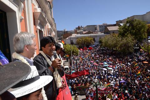 Presidente-Morales-promulga-2-decretos-de-incremento-salarial
