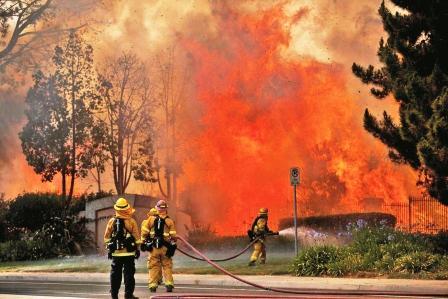 Miles-de-evacuados-por--un-gigantesco-incendio