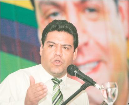 Luis-Revilla-espera-que-la-oposicion-saque-el-60%-de-los-votos