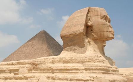 China-copia-en-tamano-natural-la-Esfinge-de-Guiza-y-enoja-a-Egipto