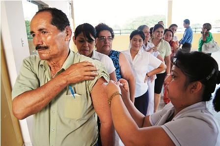 Vacunan-contra-la-influenza-a-trabajadores-